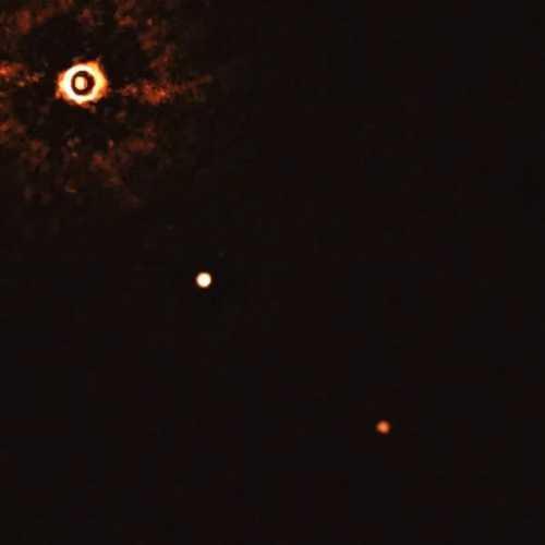 """天文学家首次对""""另一颗太阳""""附近的多颗行星进行了直接成像"""