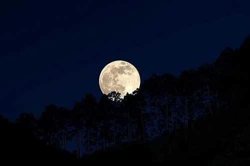 """从""""月亮的圆缺""""了解生活中的四个关键时间"""