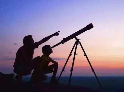 美国国民天文望远镜,和月亮脸贴脸,看一辈子都没看过的震撼奇观
