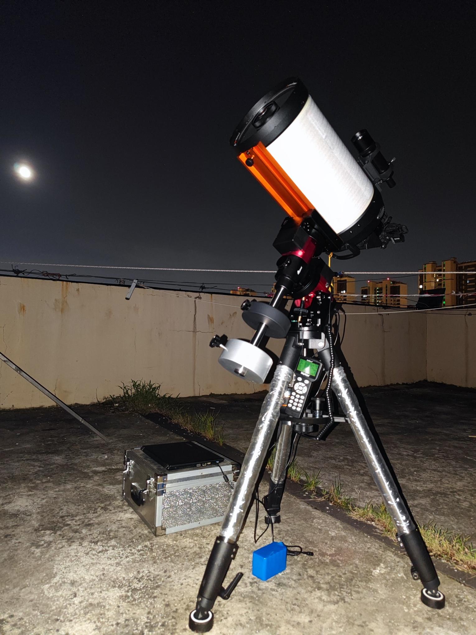 手机在C925HD目镜后拍摄土星和木星